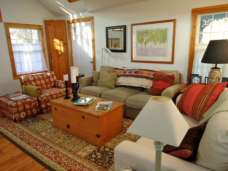 Charming cottage in the heart of East Hampton village, holiday rental in Wainscott