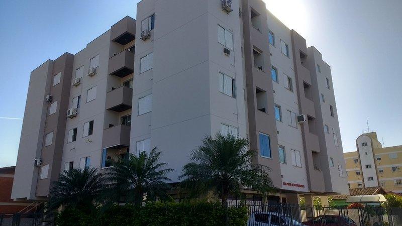 Apartamento 2 dormitórios 2 quadras do mar., location de vacances à Governador Celso Ramos