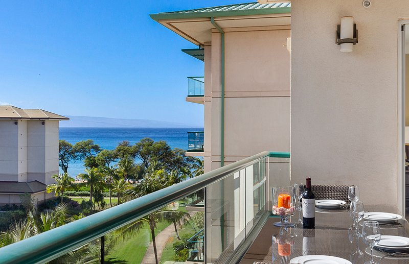 A 6th floor suite with views of the Pacific Ocean and Maui's neighbor island Lanai