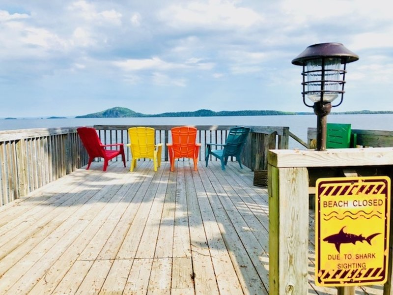 5-STARS! *THUNDER BAY*LAKE SUPERIOR* SHORELINE *ALL-SEASONS* COTTAGE W/ HOT TUB!, holiday rental in Thunder Bay District