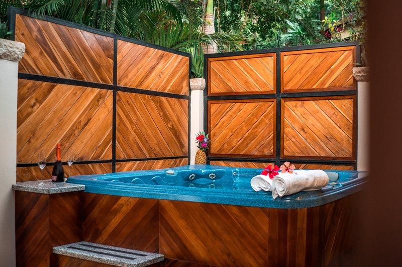 NEW! Jacuzzi + Deck + Outdoor Kitchen, vacation rental in Santa Teresa