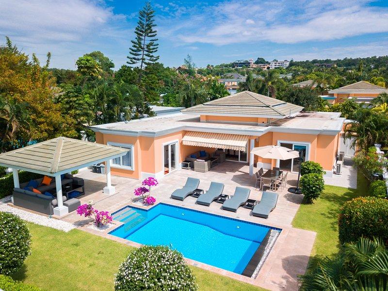Luxury Pool Villa 604, aluguéis de temporada em Nong Prue