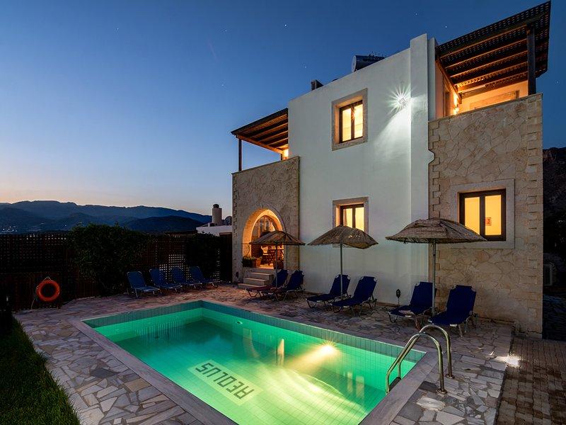 Villa Aeolos, à 5 min de la plage, environnement calme,vue superbe sur mer., alquiler de vacaciones en Ierapetra