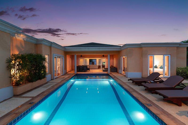 Sunset View Luxury Pool Villa 4BR / 8-10 persons, aluguéis de temporada em Nong Prue