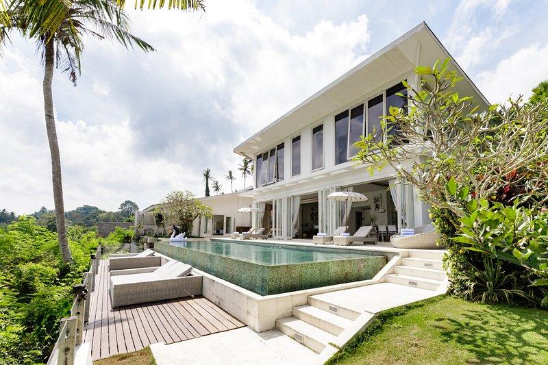 Luxury 5 Bedroom Villa Santai Lodtunduh - BVR, holiday rental in Lodtunduh