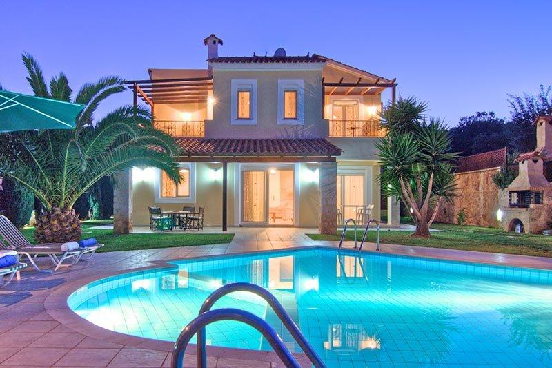 Villa Anémone, Belle villa, 6 personnes, 3 chambres à coucher, tout confort, aluguéis de temporada em Kato Valsamonero