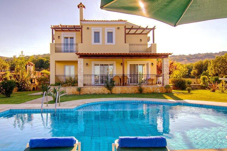 Villa Laurier, 2 km de la plage, tout confort, vacances familiales., aluguéis de temporada em Kato Valsamonero