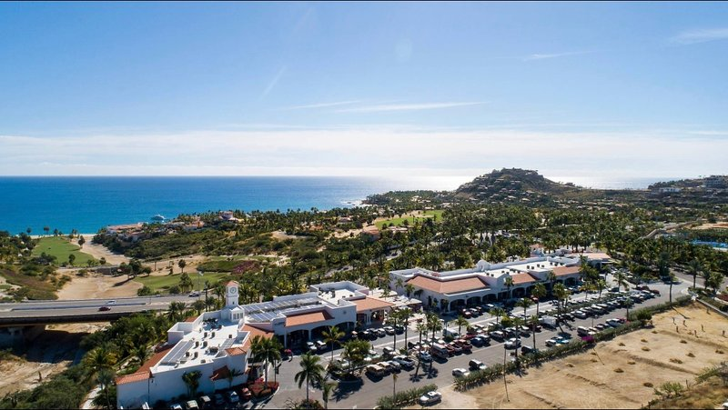 Palmilla Shoppes with Boutiques, Galleries and Restaurants including Nick-San Sushi