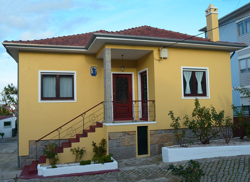Holiday Home in Vila Nova De Gaia, holiday rental in Zebreiros