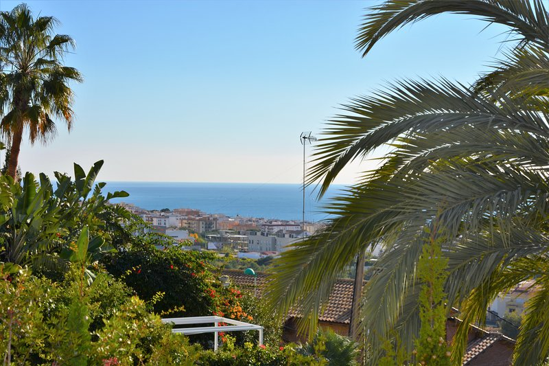 Sea view from all the house. Since sunrise. Sitges Villas.