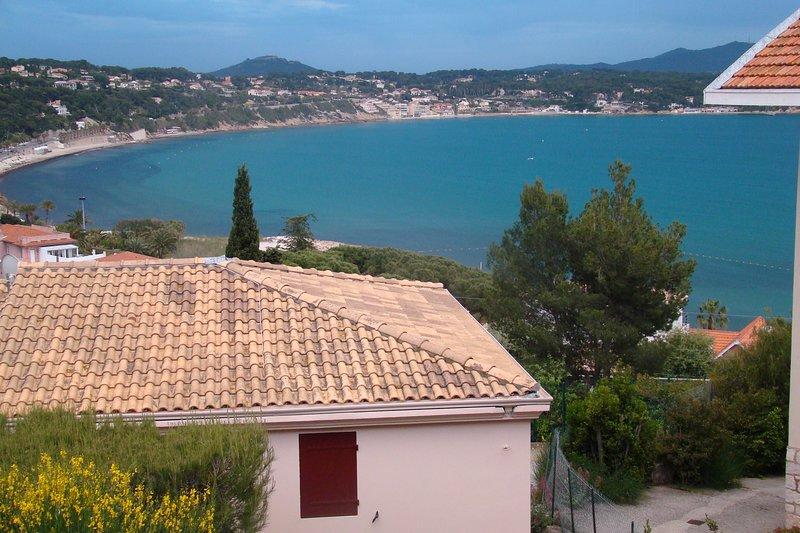 BANDOL T2 / 35 m 2 / Vue directe sur la mer /  Baie de Bandol / Sanary, holiday rental in Bandol