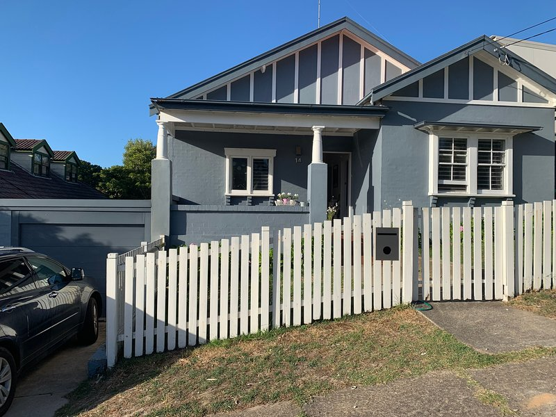Coastal beach house, vacation rental in Marrickville