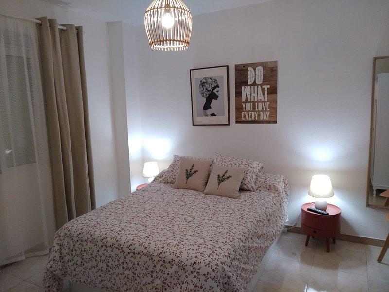 Apartamento en pleno corazón del barrio de Triana, Sevilla, para 4 personas, holiday rental in Olivares