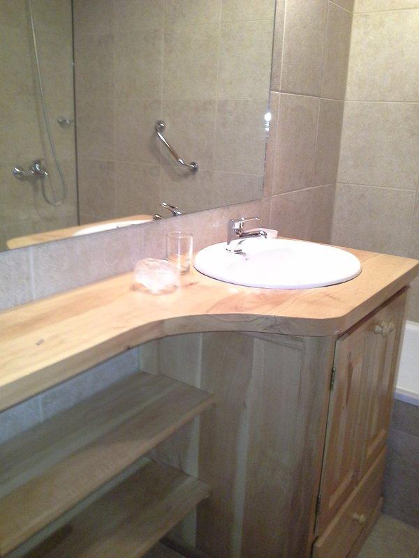 Baño completo con bañera en planta alta