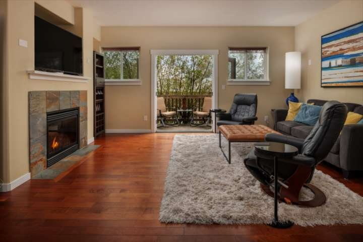 Modern Townhome With Open Floor Plan and Pool Table Near Washington Square, 8.5, location de vacances à King City