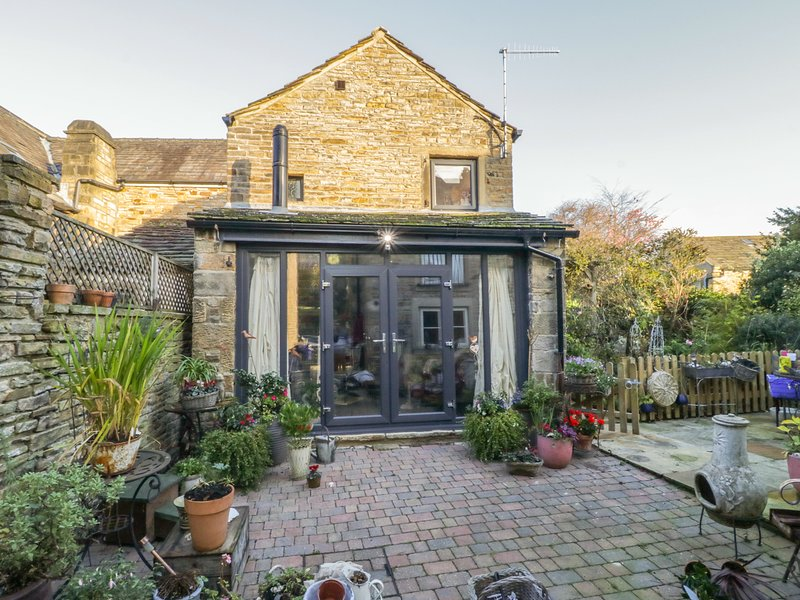 THE OLD APPLE STORE, open-plan, cosy retreat, in Cononley, holiday rental in Lothersdale