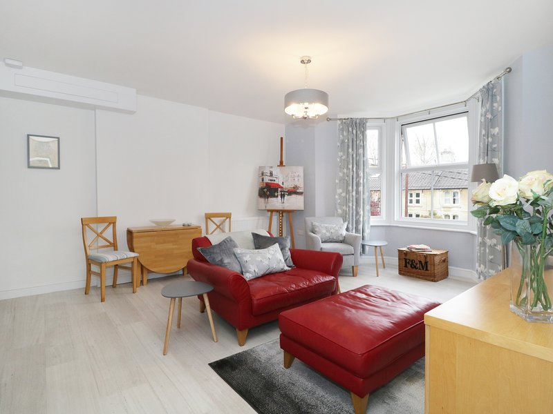 FLAT NO3 AVON VILLA, open-plan, all first floor, in Bradford-on-Avon, holiday rental in Winsley
