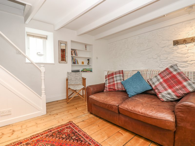 FISHERMANS COTTAGE, beach 0.5 miles, shop and pub 5 minutes walk, Close to, holiday rental in Sithney