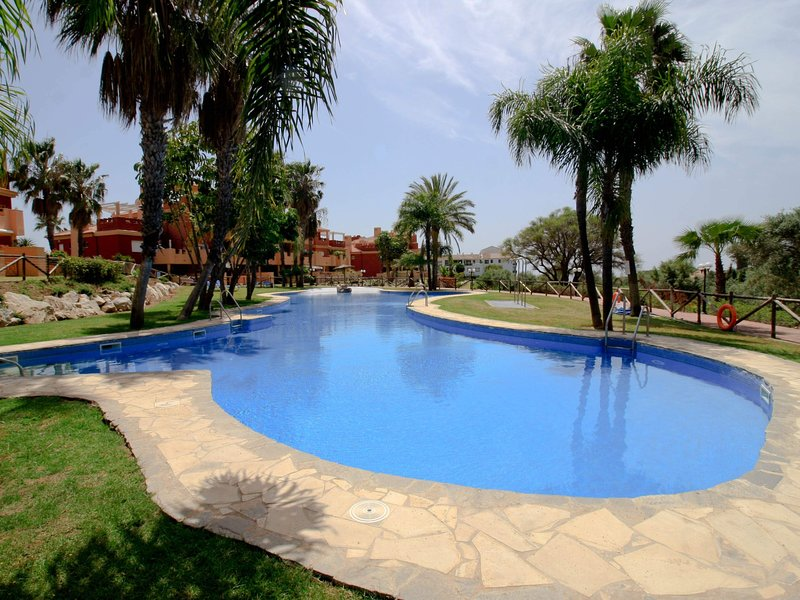 SUITUR APARTMENT LA RESERVA DE MARBELLA II, vacation rental in Artola