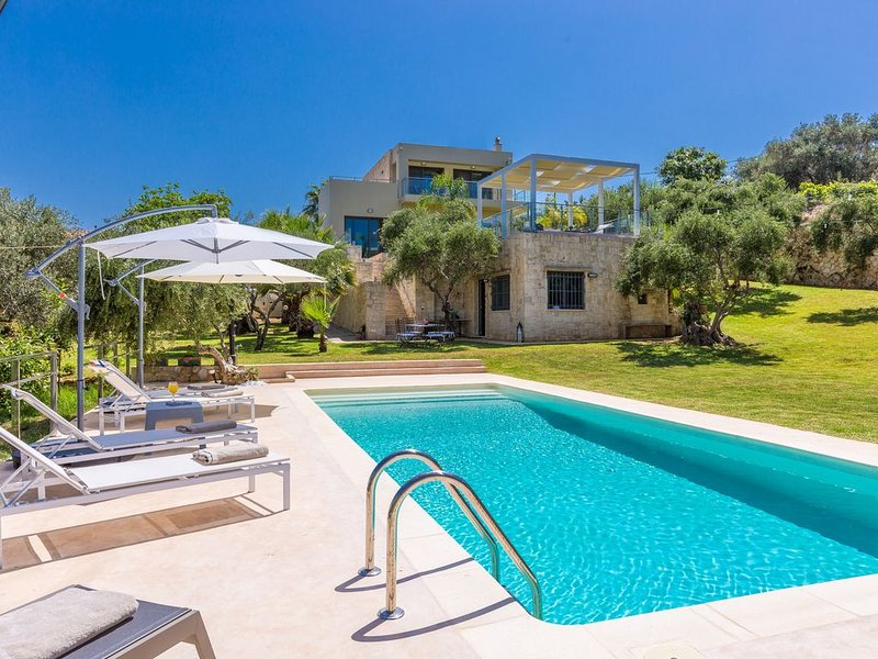 Pelagia 5BR Seaview Villa, Daratso Chania Crete, holiday rental in Daratsos
