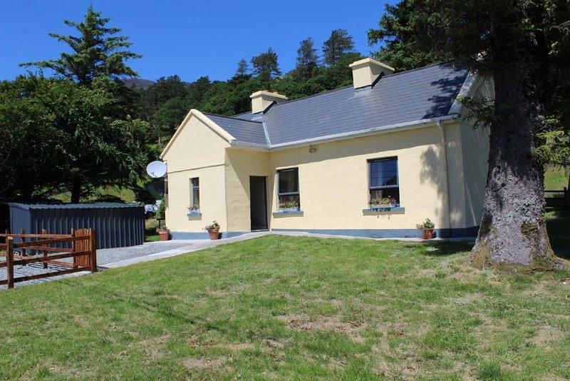 Renvyle 353 Kylemore Lake Cottage, casa vacanza a Kylemore