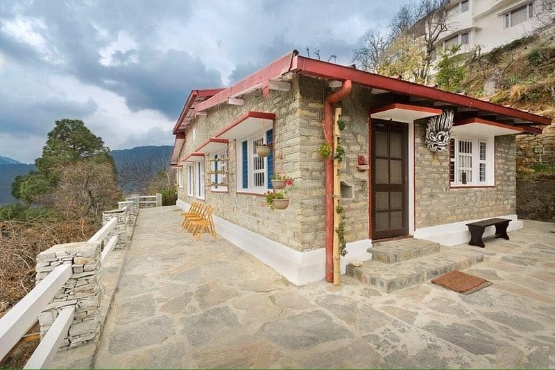 AVAAS Bed and Breakfast Ramgarh, holiday rental in Ranikhet