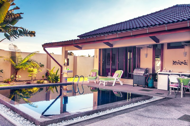 ★ The Villa ★ Private Pool ★ WOW Holiday Homes ★, vacation rental in Ayer Hangat