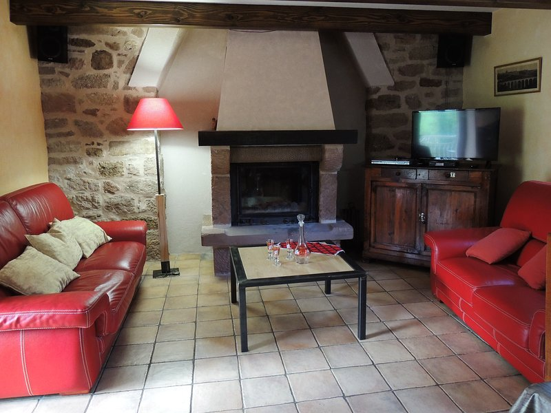 Beautiful house with garden, vacation rental in Nauviale
