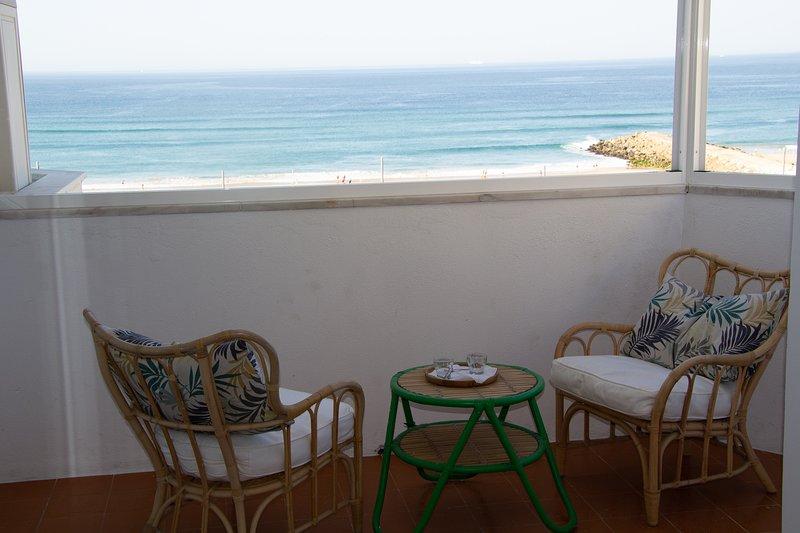 Amazing Panoramic Beach View Apartment (T1) in Costa da Caparica, alquiler vacacional en Costa da Caparica