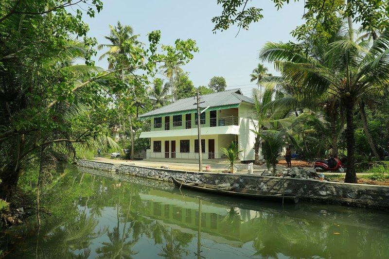 Royal Mundro Place Home Stay, aluguéis de temporada em Kollam District