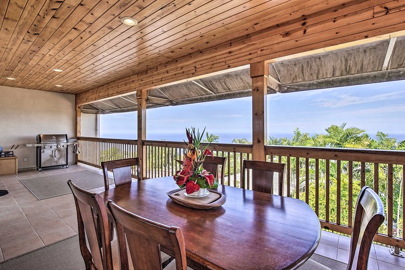 Oceanview Kealakekua Home w/ Spacious Yard & Lanai, holiday rental in Honaunau