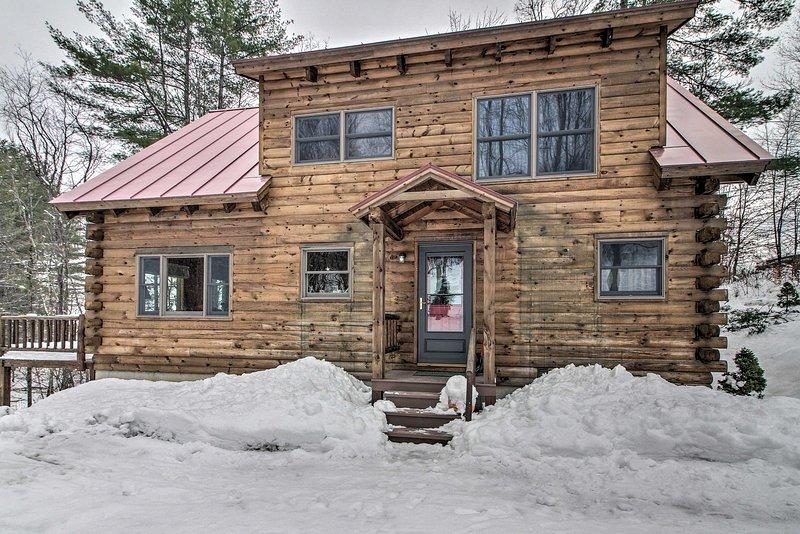 Cammina in un paese delle meraviglie invernale di Woodstock quando prenoti questa affascinante casa!