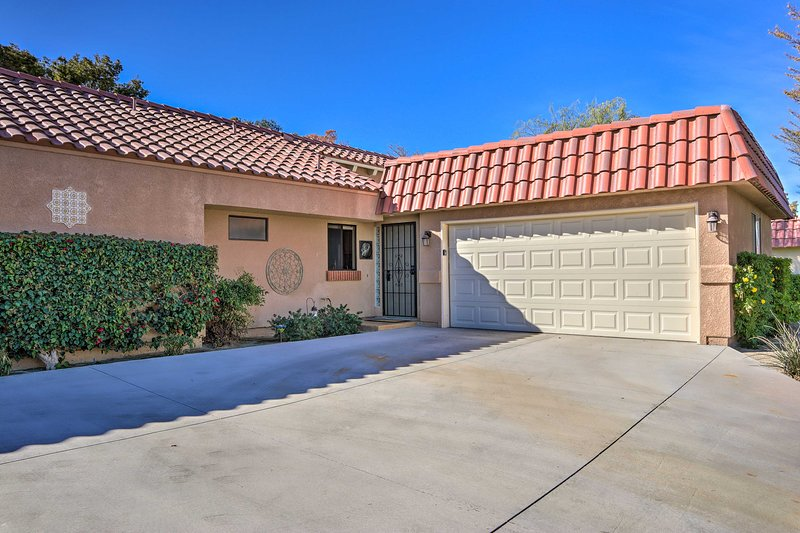 There's something for everyone nearby this wonderful Palm Desert condo!