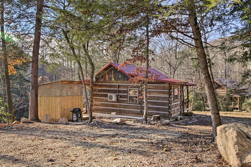'Creekside Hideout' is the ideal choice for your next eastern Tennessee retreat!