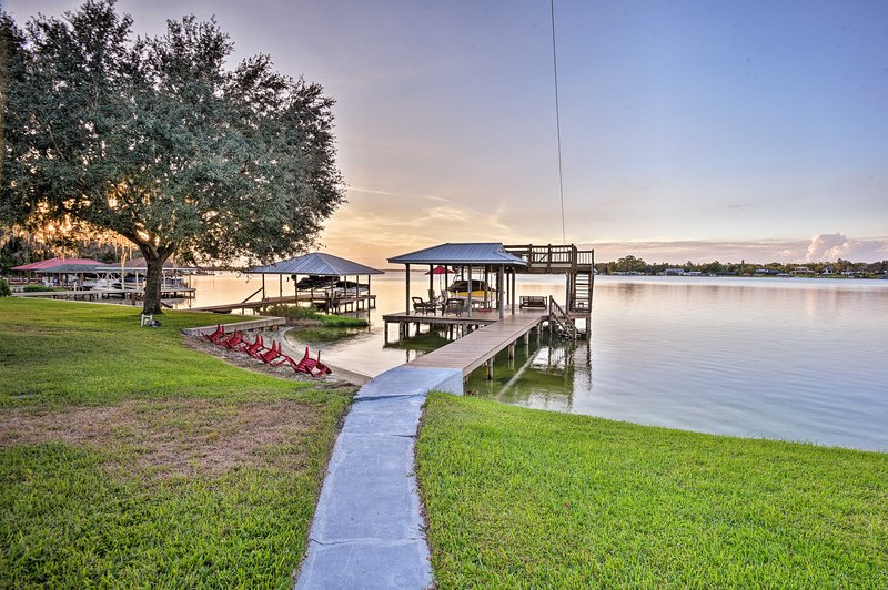 Waterfront Lake Placid Cottage w/Private Boat Dock, holiday rental in Lorida