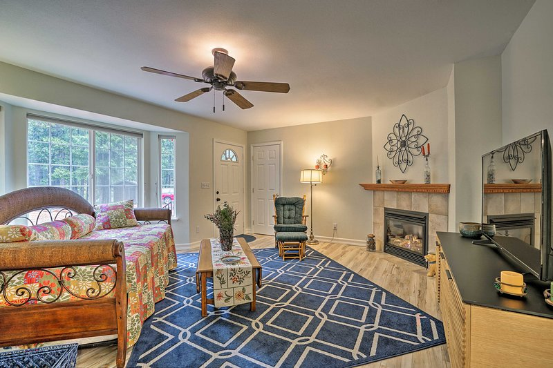 Pollock Pines Apartment w/Private Deck on 5 Acres, holiday rental in Pollock Pines