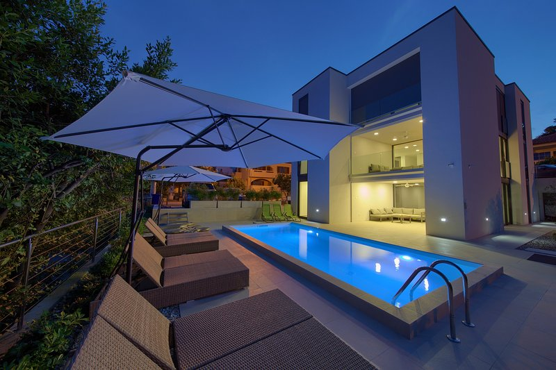 Villa Celeia - Luxurious Villa With Pool In City Centre Of Krk, holiday rental in Merag