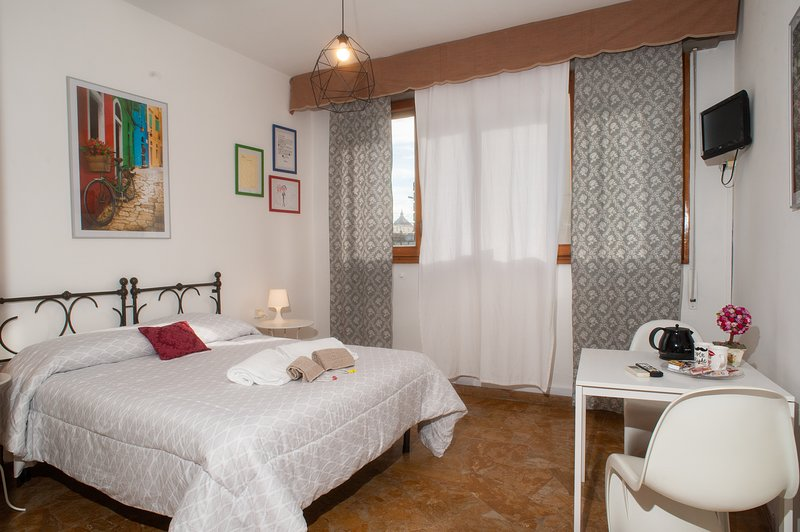Easy Cozy Stay 3 Minutes Walk From Smn Train Station, holiday rental in Mercatale di Val di Pesa