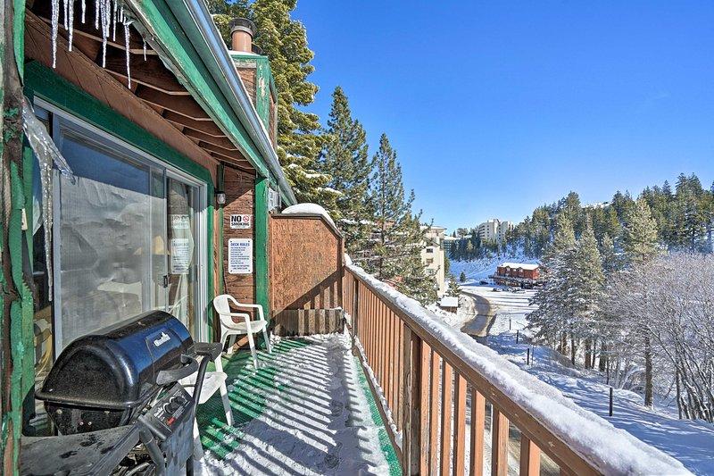 Senti la fredda aria di montagna dal balcone.