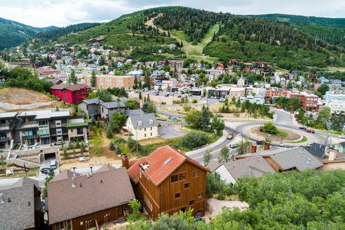 Luxury 4 BR home. Walk to Main St & Town Lift! Access to aquatics & spa! Chalet in Park City