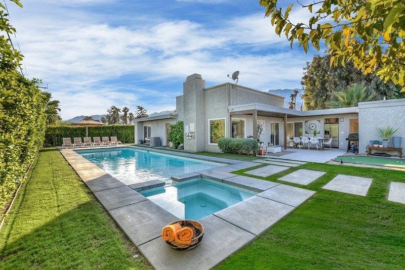 Heated Pool/jacuzzi/BOCCE/Shuffleboard Near dwntwn, holiday rental in Palm Springs