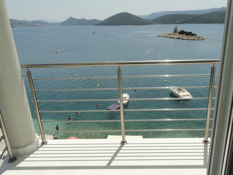 At the sea - 5 M from the beach :  A1(2+3) - Klek, vacation rental in Opuzen