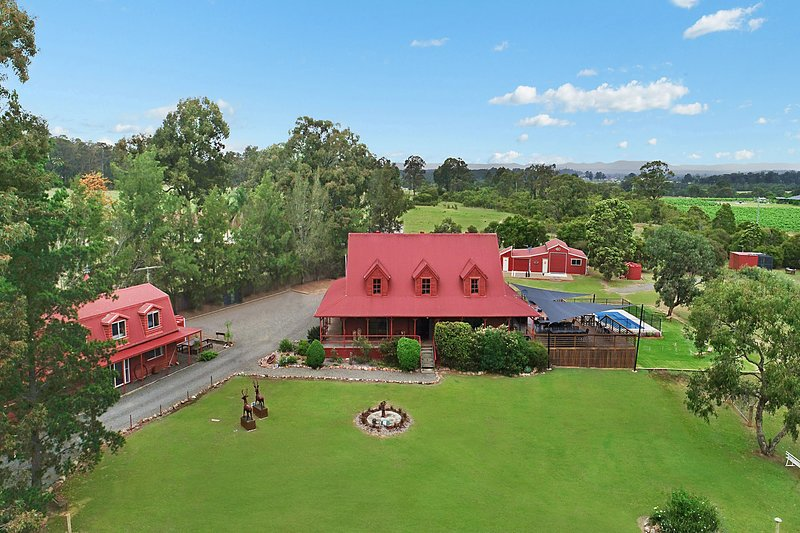 Hunter Valley Lodge & Retreat | Magnificent Large Self-contained Lodge, vacation rental in Pokolbin