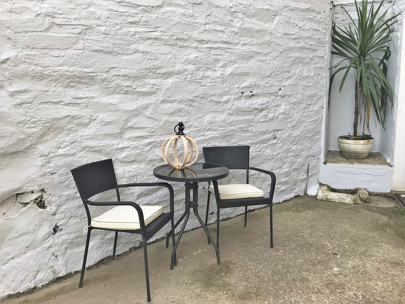 Small shared rear courtyard,located to the back of the cottage