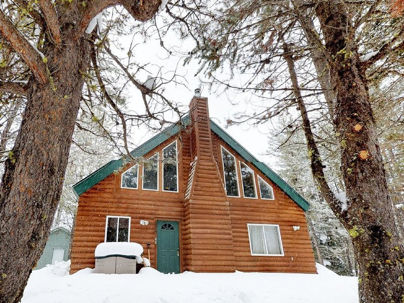 Wildwood Getaway- Summer Special - Book Now - Steps from Lake Cascade!, alquiler vacacional en Donnelly