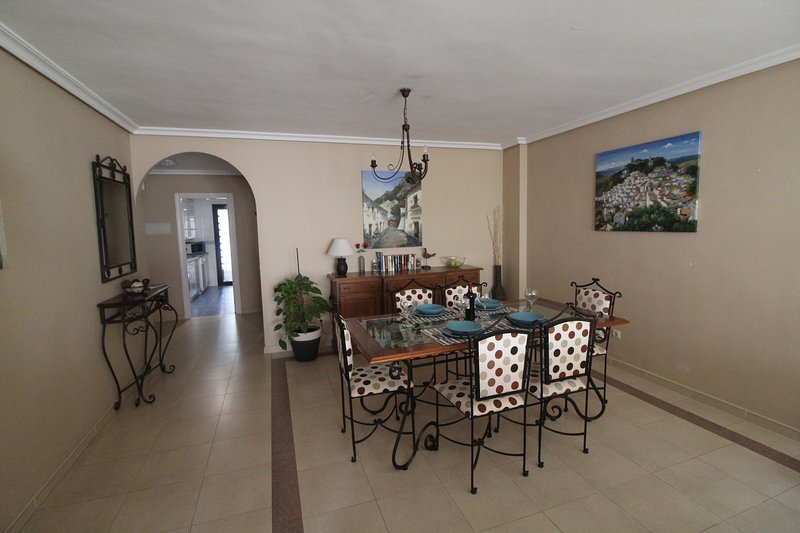 Dining area for six. Restaurants/takeaways nearby or stay in and cook exactly what you like to eat.