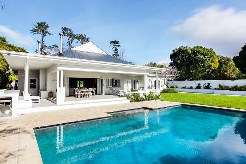 Beautiful Constantia home with views, holiday rental in Constantia