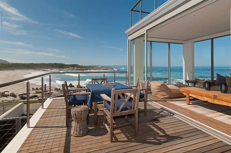 Stunning 4 bedrooms ensuite on the beach, alquiler vacacional en Hermanus