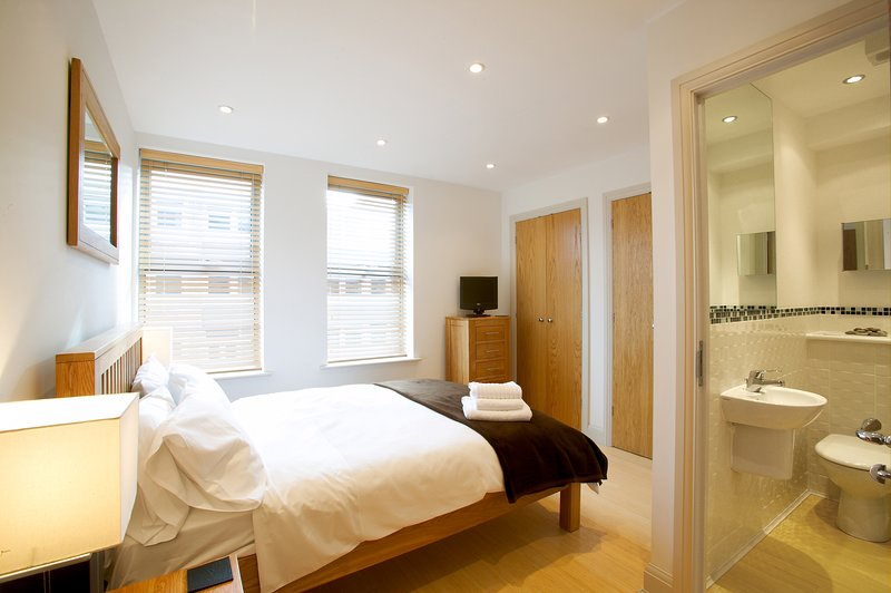 Fab 2 Bed 2 Bath apt w/parking Pelican Hse Newbury, location de vacances à Hampstead Norreys