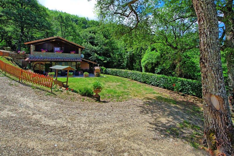 Adatti Villa Sleeps 4 with Pool and WiFi - 5241370, holiday rental in Teverina